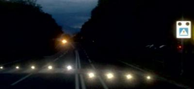 FLASHING PRG.LED ROAD STUDS EMBEDDED IN ROAD SURFACE + ACTIVE FLASHING IP6 TRAFFIC SIGN